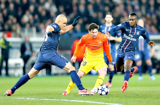 Paris St Germain's Alex and Matuidi challenge Barcelona's Messi during their Champions League quarter-final first leg soccer match
