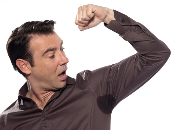 how to get rid of underarm sweat stains from clothes