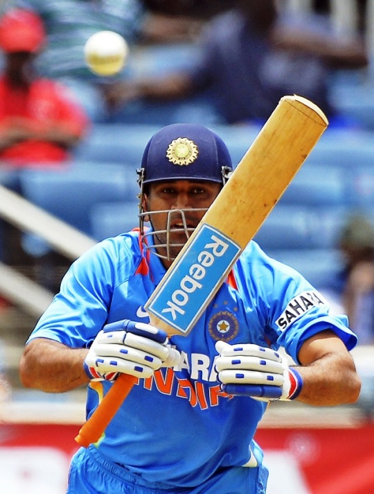 Captain Dhoni Wins Tri-Series for India