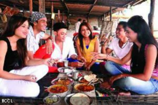 Youngsters Switch to Dhabas from Clubs on Weekends