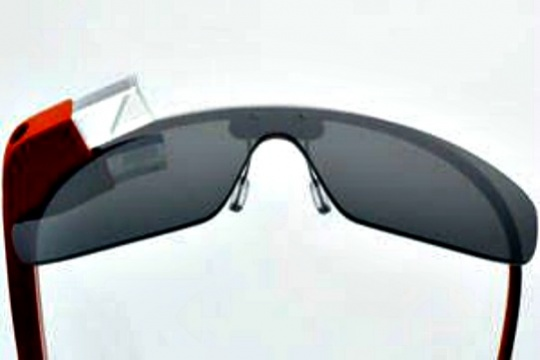 Google to Make Glasses with Foxconn