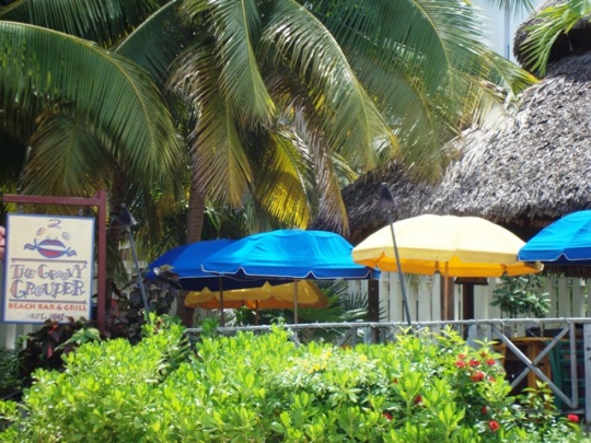 Groovy Grouper Beach Bar and Grill at Doctor's Cave Beach