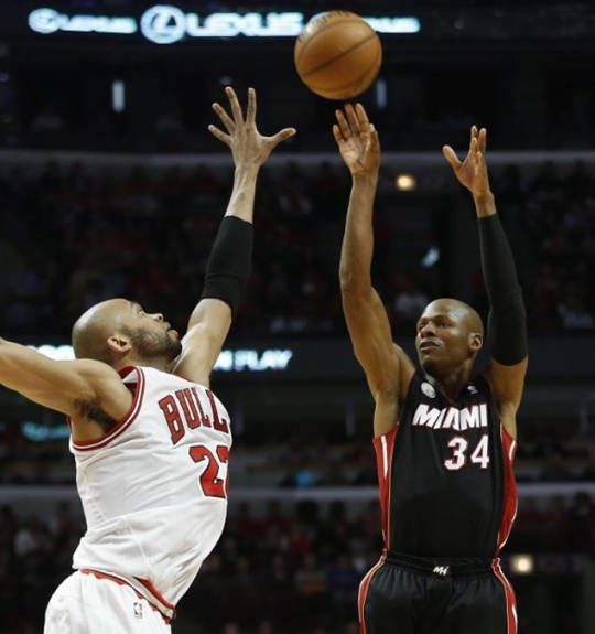 Miami Heat Hold Off Chicago Bulls