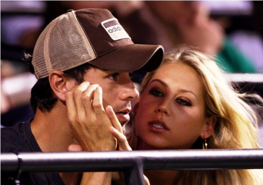 Iglesias-Kournikova Love On The Rocks?