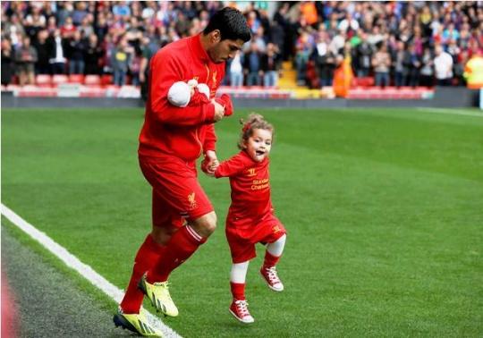 Luis Suarez Introduces 10-day Old Son