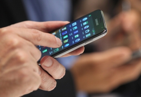 Samsung May Integrate Fingerprint Scanner in Phones