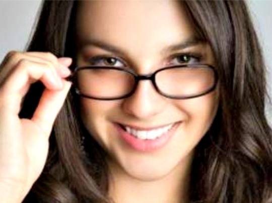 Make-Up Tips for Women With Glasses
