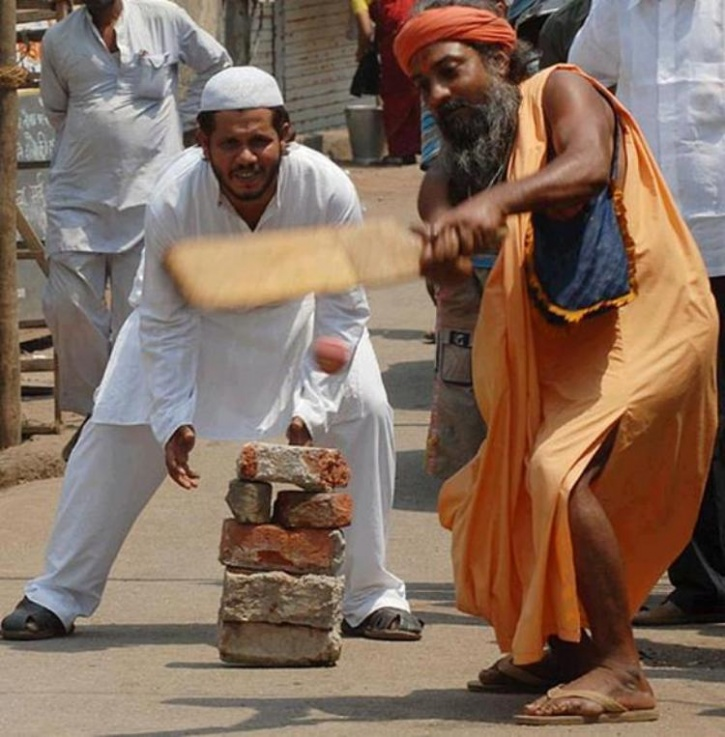 hindu muslim conflict in india Hindu-muslim conflict in india bob abernethy: india, which is mostly hindu, and pakistan, which is mostly muslim, are once again on the brink of war over the disputed region of kashmir and both nations have nuclear weapons.