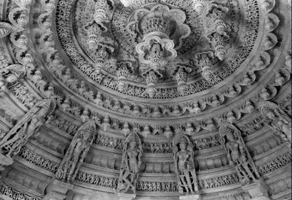 dilwara temple ceiling