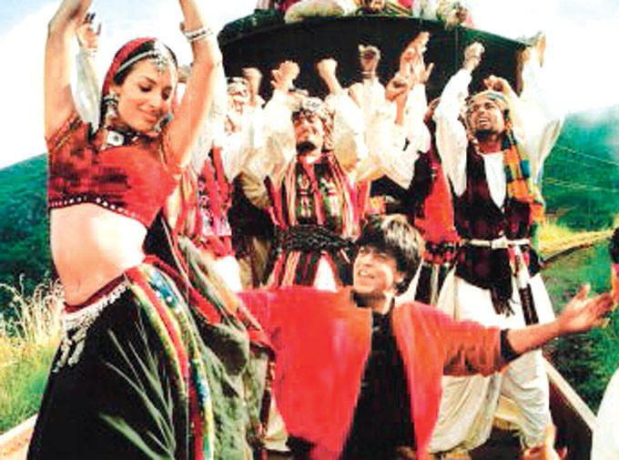 It's Been 17 Years Of SRK's 'Chaiya Chaiya', And Farah