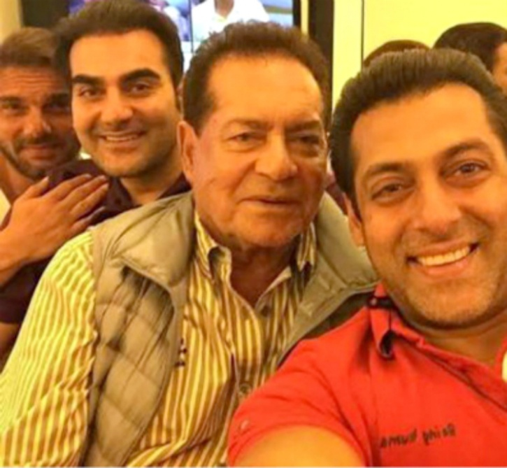 Pictures That Prove Was The Year Of Selfies In Bollywood - 12 hilarious photos of people who thought they were taking a selfie with a celebrity