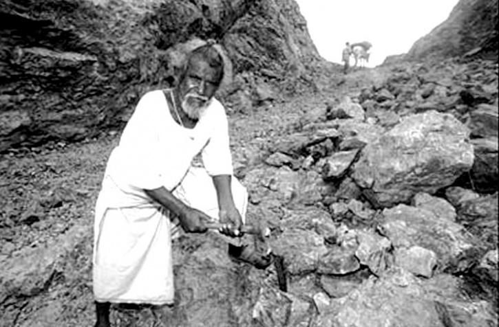 Dashrath Manjhi (Foto Indiatimes.in)