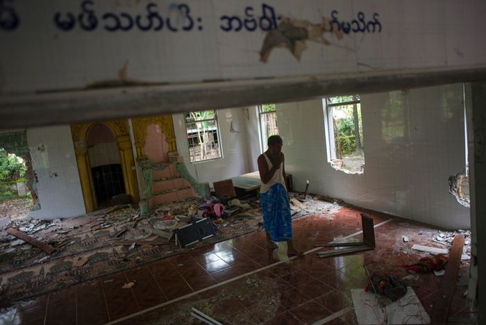 200 Myanmar Buddhists Go On Rampage Through Muslim Area, Destroy Mosque After Religious Violence
