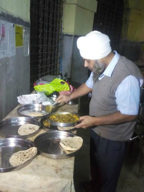 Gurmeet Singh Helps Poor Patients In Patna