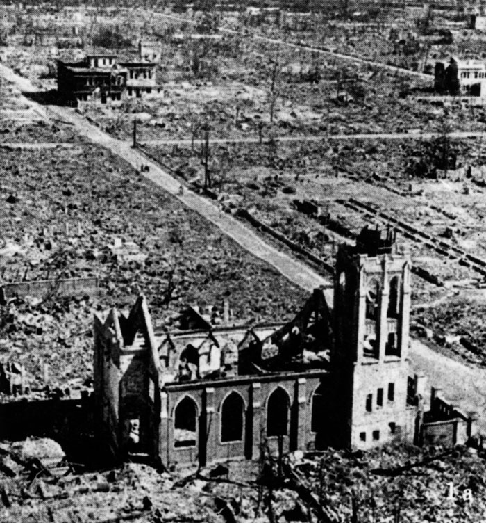 hiroshima killing thousands of people essay The two bombings killed 210,000 japanese— 140,000 in hiroshima and 70,000 in nagasaki, two-thirds of them women, children, and elderly deaths to military and foreign workers are unknown.