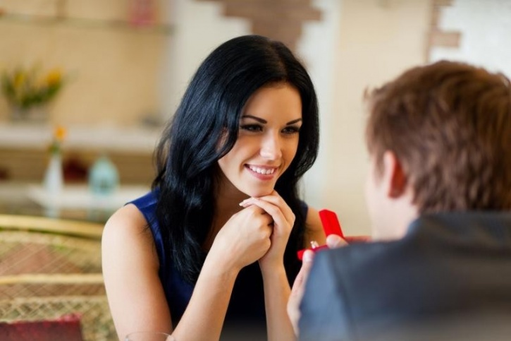 You commit to her The Journal of Sexual Medicine states that committing to a woman is the key to sexually motivating any woman. This might include sharing your intimate details, which might indicate to her that you're not just another fling.
