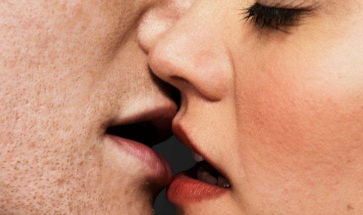 You're a good kisser According to a study published in the journal Evolutionary Psychology, women are less likely to get to the next level with a bad kisser. A good kiss, which includes smelling fresh, caressing her while kissing and tasting good, can earn you the pass to the main event.