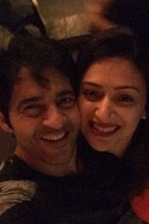 A picture of bigg boss contestant Hiten Tejwani and his wife Gauri Pradhan