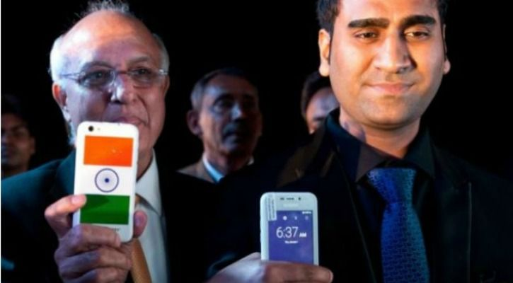 Mohit Goel (R) at the launch event for the freedom 251