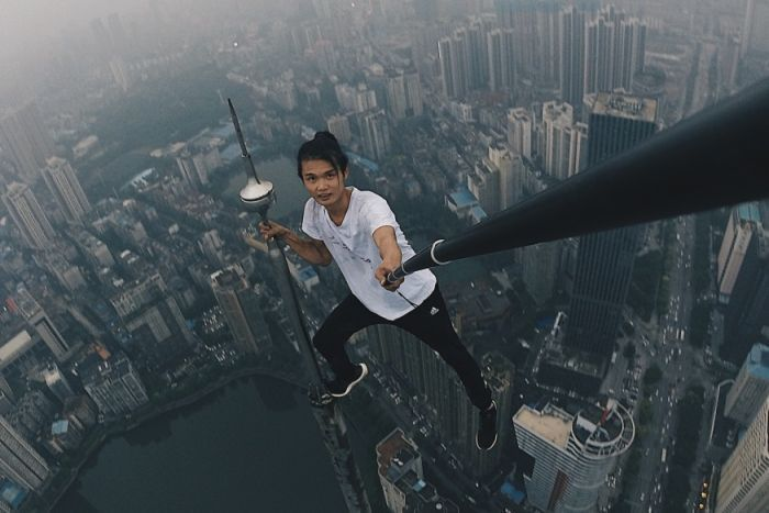 Chinese Rooftop Daredevil Falls To His Death From 62-Storey Building In China