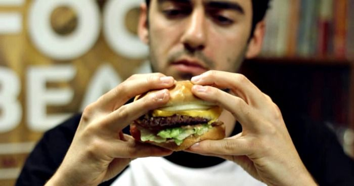 DU Student Eats Chilli Burgers To Win A Contest And What Happened Is Really Shocking! 2