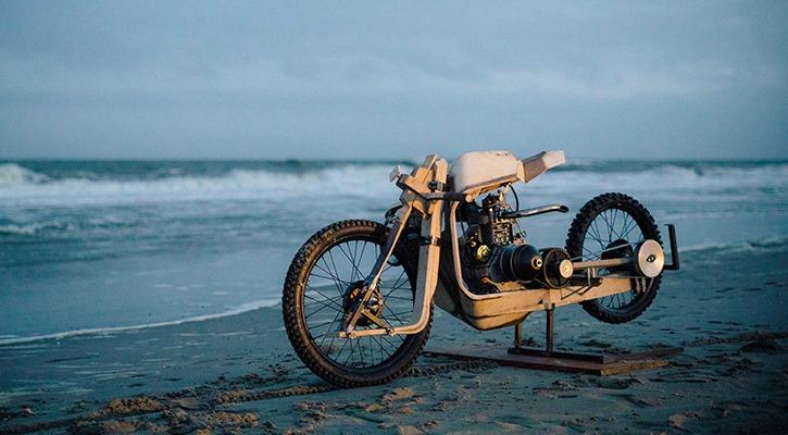 Une moto aux algues Motorcycle_inset_1496058998