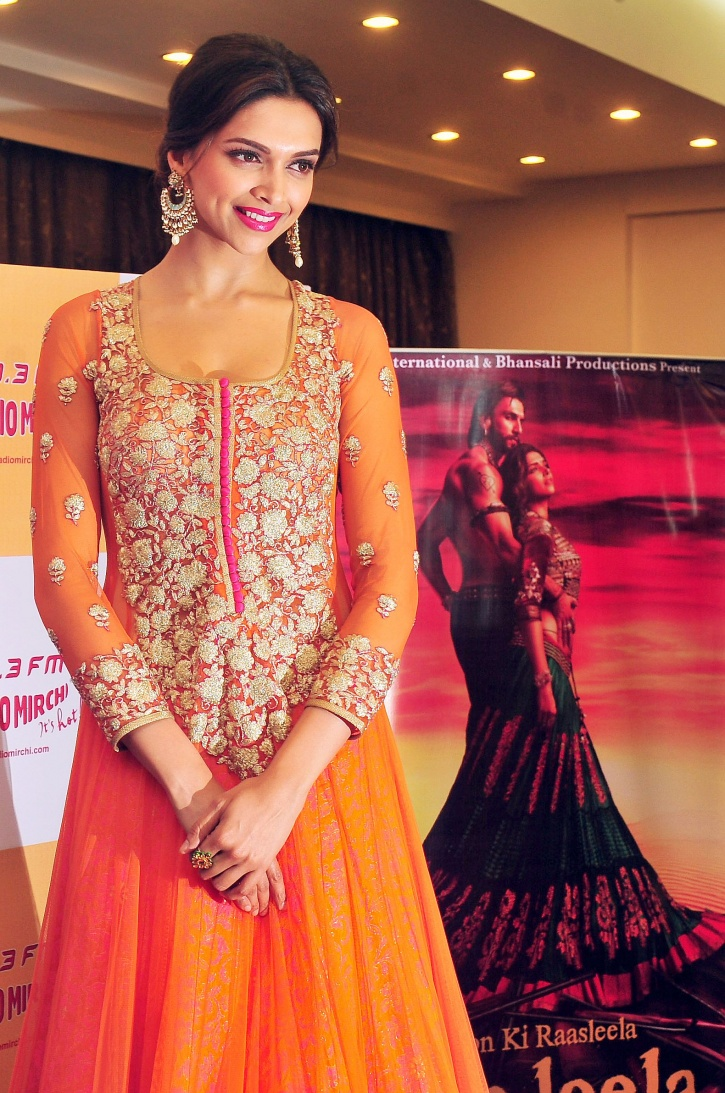 Deepika Padukone's Dedication For Traditional Ghoomar ...