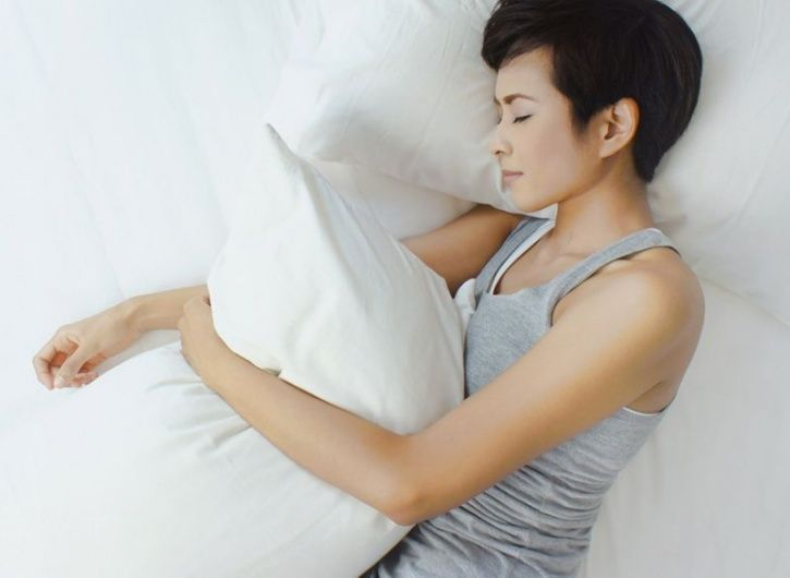 Sleep more to lose more weight Better sleep habits are a vital part of any weight loss plan. Factoring in an appropriate amount of sleep is an essential element needed to lose weight as the lesser you sleeps the hungrier you feel.