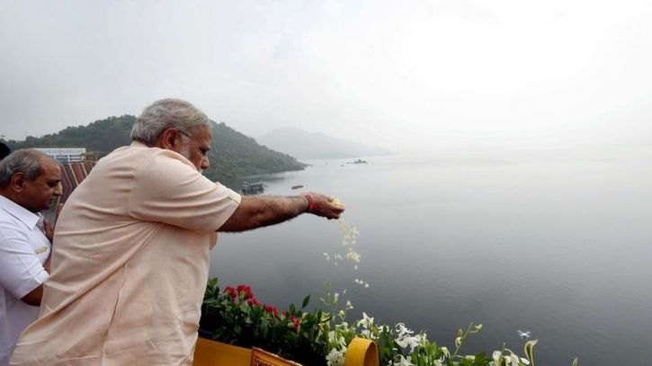 PM Modi Turns 67, Takes Mother's Blessings & Inaugurates Sardar Sarovar Dam On His Birthday