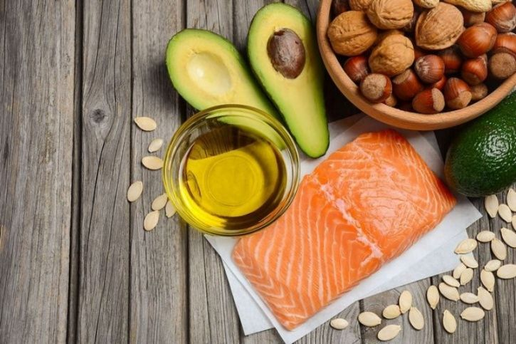 Omega-3 Omega-3's found in foods such as fatty fish, walnuts, flax seed oil, cod liver oil and dark green vegetables prevent the eyes from drying out and ensures proper drainage of fluids from them.