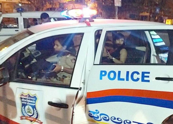 Karnataka Cops Harass Hindu Girl And Muslim Boy For Hanging Out Together Near A Temple