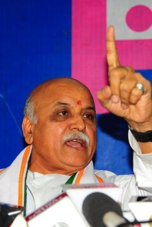 RSS To Axe Togadia attack govt