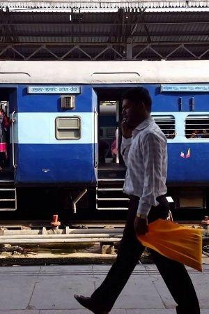 Passengers India Train People Boarding Station Mumbai Indian Forces Jawan