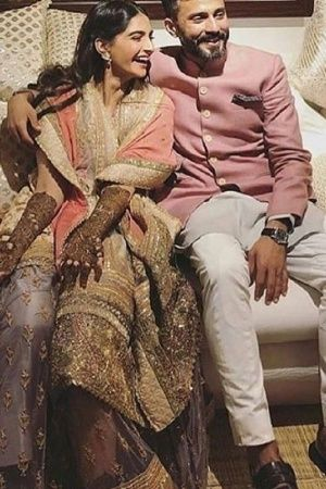 A picture of Sonam Kapoor and anand Ahuja from tehir mehendi function