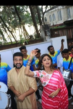 Shilpa Shetty Bids Farewell To Lord Ganesha With Reverence Gracefully Dances In A Pink Saree