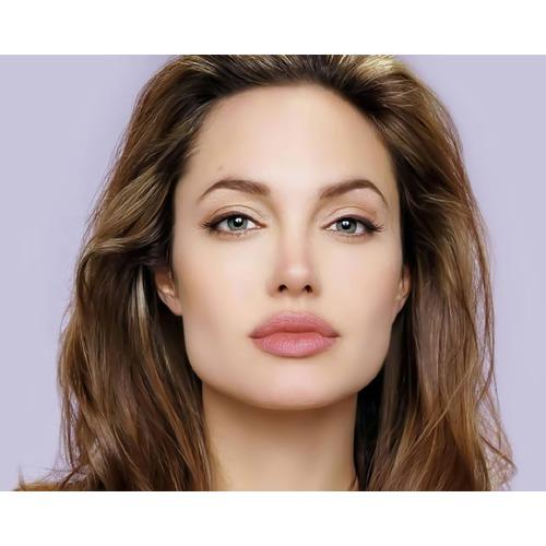 Angelina Joli - Indiatimes.com