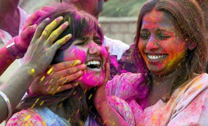 Say Bye To Holi After-Effects With Lemon, Coconut Oil