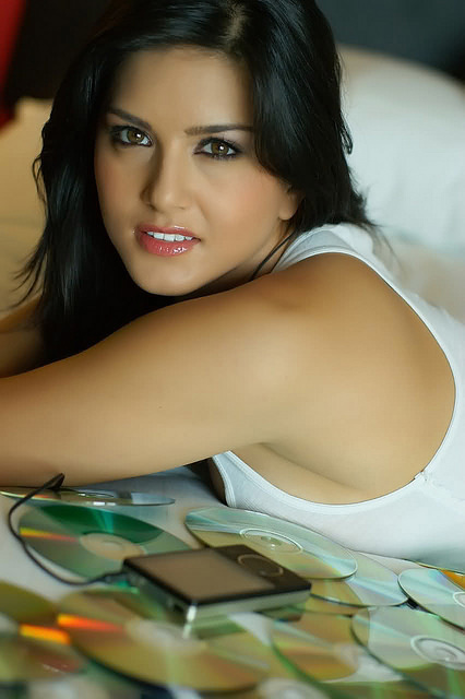 Sunny Leone 1 34 Mobile Wallpapers