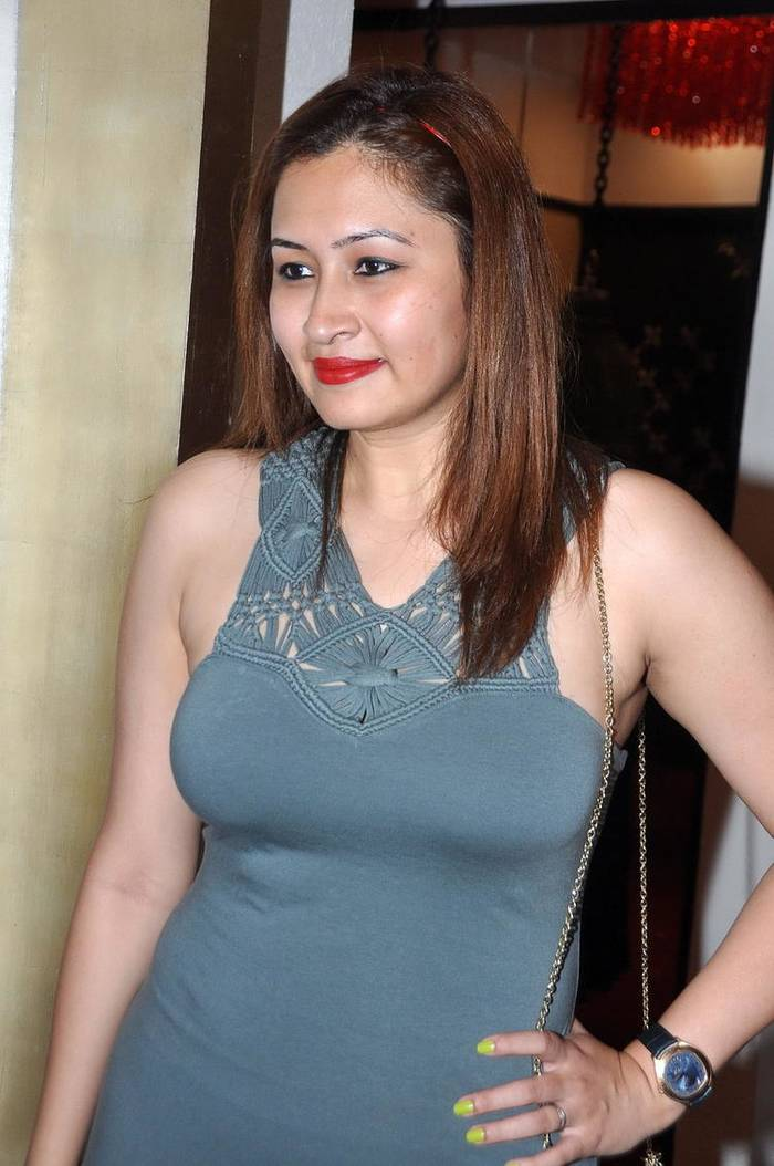 jwala gutta. Black Bedroom Furniture Sets. Home Design Ideas