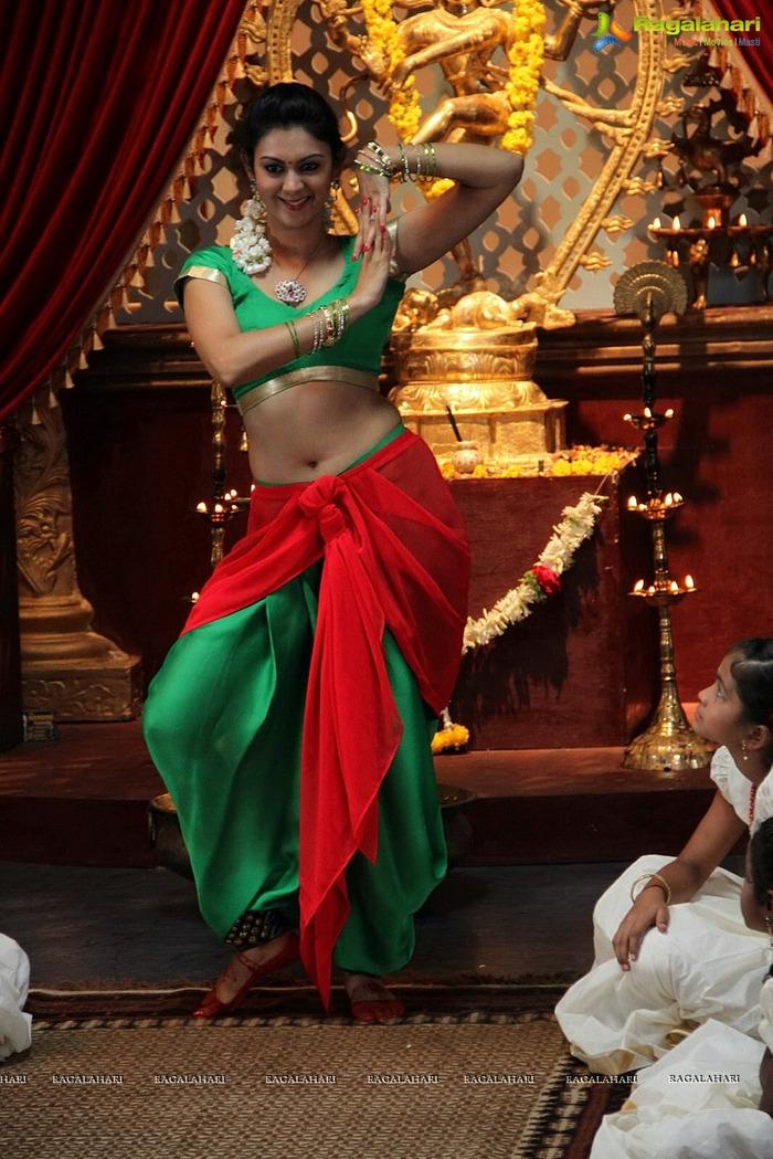 Beautiful Women - Navel Show - Indiatimescom-5862