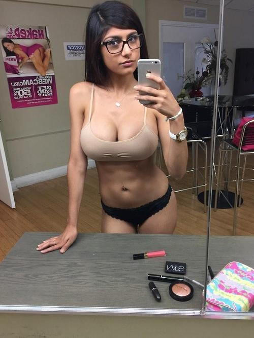 Consider, 30 foto mia khalifa selfi hot your