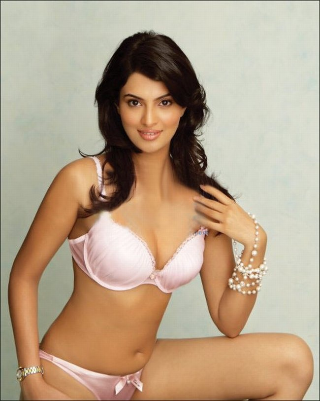 Hottest pictures of indian lingerie models photos indiatimes 841 voltagebd Images