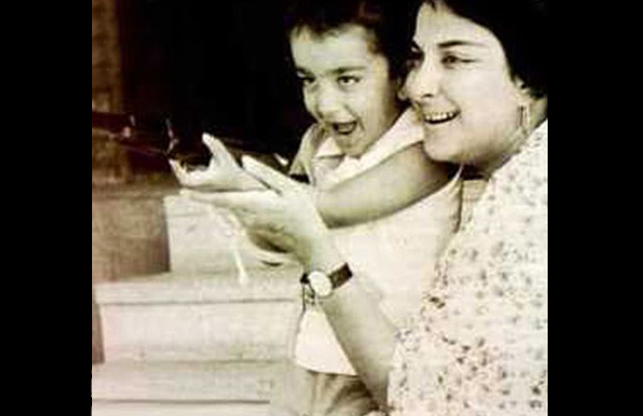 Rare Childhood Photos Of Bollywood Stars - Indiatimes.com