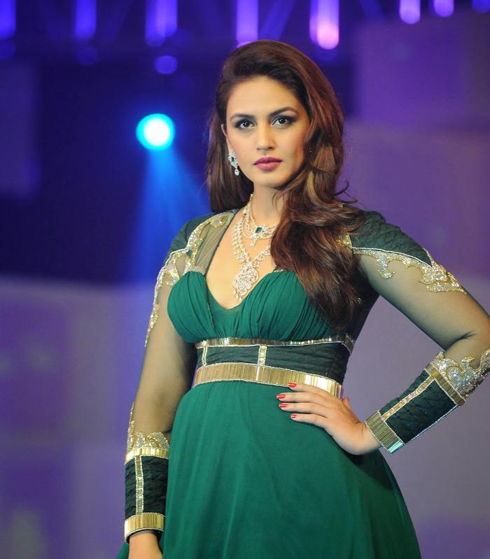 Hot And Sexy Huma Qureshi - Indiatimescom-4236