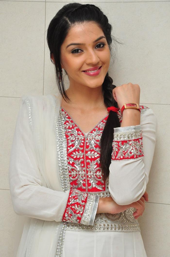 Bold And Beautiful South Actress