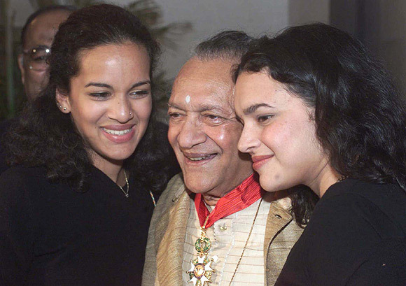 This image has an empty alt attribute; its file name is 1478607568-pt-ravi-shankar-with-his-love-child.jpg