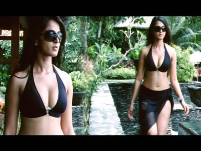 Anuska bikini video