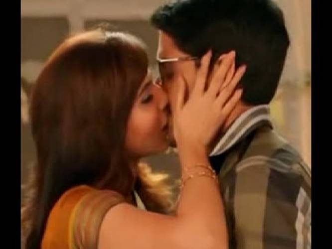 Hot samantha kiss