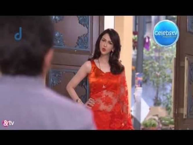 saumya tandon red hot navel show in transparent saree