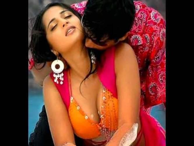 Anushka Shetty Hot Boobs